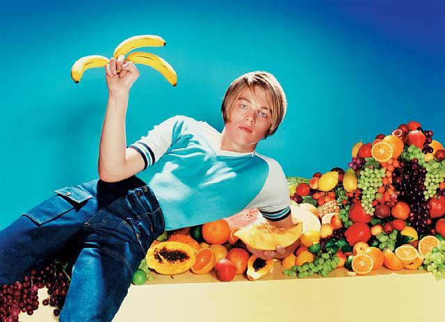 Léonardo Di Caprio tient des bananes